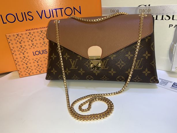Сумочка Louis Vuitton. LV
