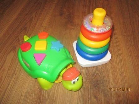 zestaw zabawek fisher price piramidka i żółw