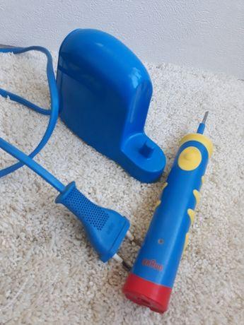Электрическая зубная щетка Braun  Германия.