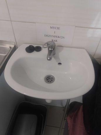 Sprzedam umywalkę łazienkową biała ceramiczną
