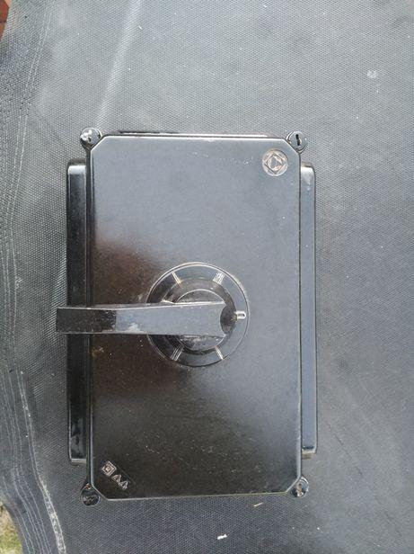 123) Sprzedam elektryka, duża skrzynia metalowa, wyłącznik