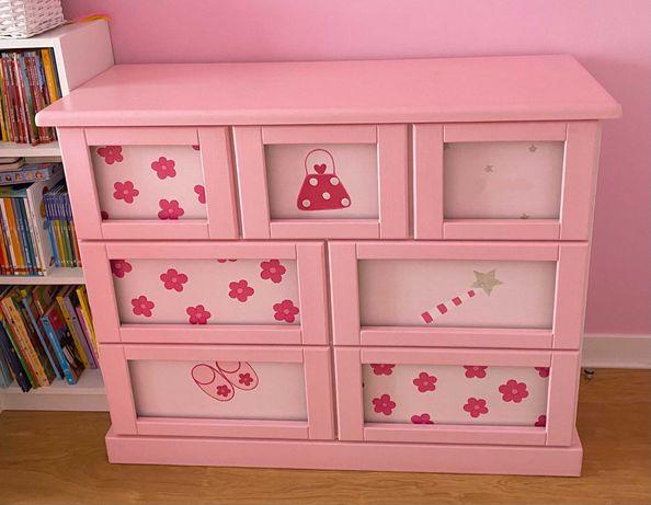 Cama dupla e cómoda em madeira maciça pintada à mão para quarto menina