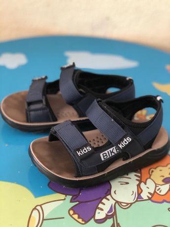 Продам сандалии , 29 размер (маломерят)