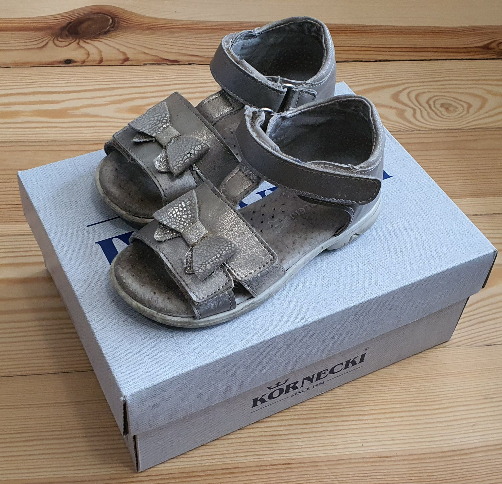 Złote sandałki dla dziewczynki rozmiar 23 wkładka 14cm