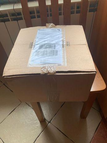 Kartony z wypełniaczami po przesyłkach