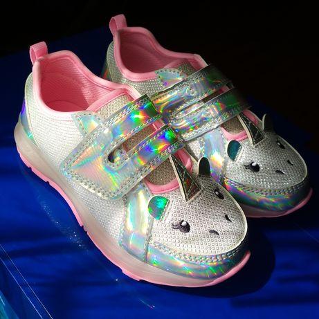 Красивые кроссовки для девочки Carters с мигающей подошвой