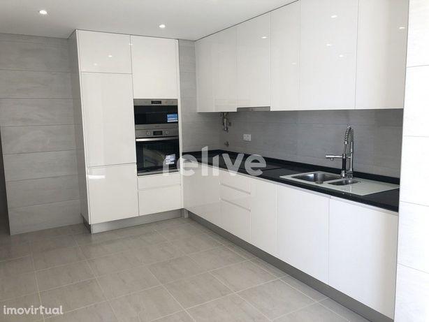Apartamento T3 com 112 m2, novo e com garagem em Quarteira