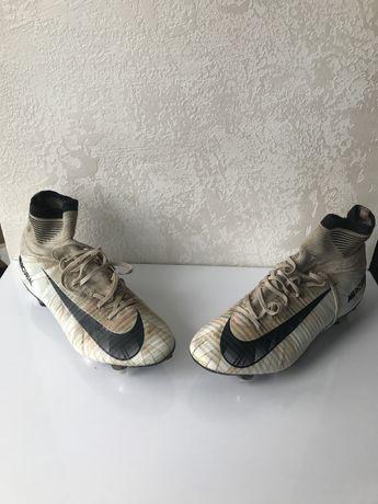 Бутсы/Гібриди Nike Mercurial