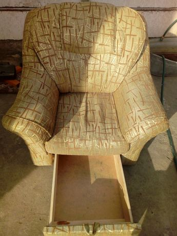 М'яке. крісло...