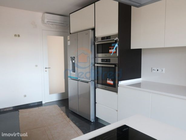 Apartamento T3 NOVO com VARANDA nas Colinas do Cruzeiro.