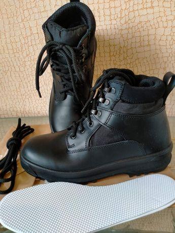Ботинки Крок новые! 42 размер.