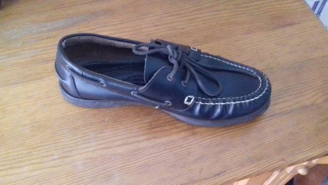 Sapato marca Tribord pele
