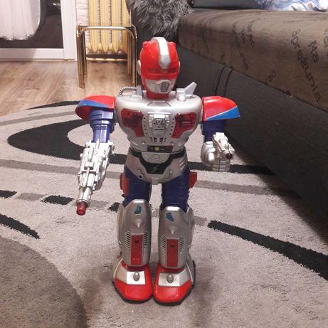 Robot zabawka wydaje dźwięki