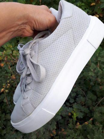Стильные кроссовки/слипоны на шнурках/bluebox/испания/р.40(26см) как н