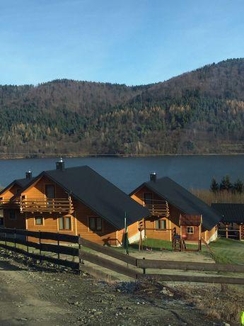 Domki nad jeziorem- Beskid Niski