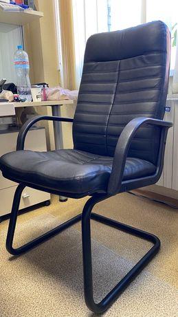 Кожаное офисное кресло Новый стиль
