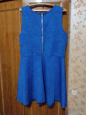 Продам женское платье б/у