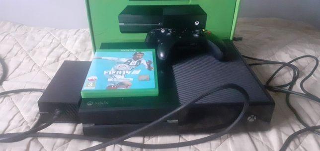 Xbox one konsola pad pudełko FIFA 19 na start
