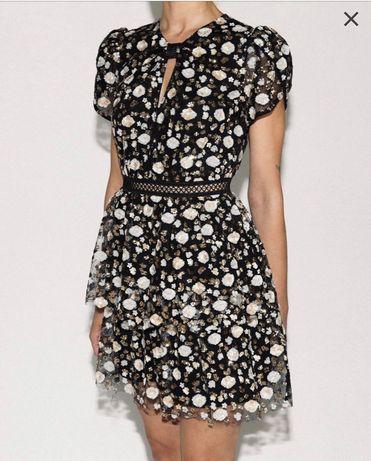 warstwowa sukienka mini marki Self-Portrait