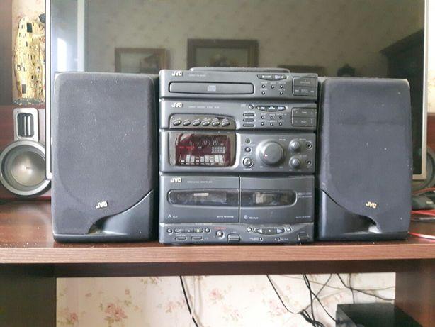 Wieża audio JVC Radio sprawne 2 magnetofony sprawne CD nie działa