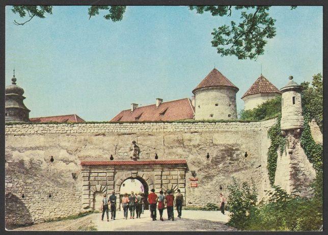pocztówka - Pieskowa Skała 1970 - zamek , brama wjazdowa