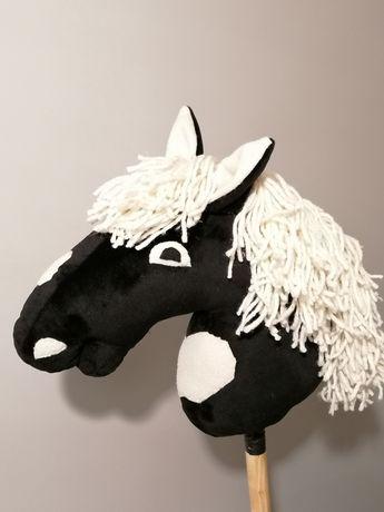 Hobby horse osadzony na kiju