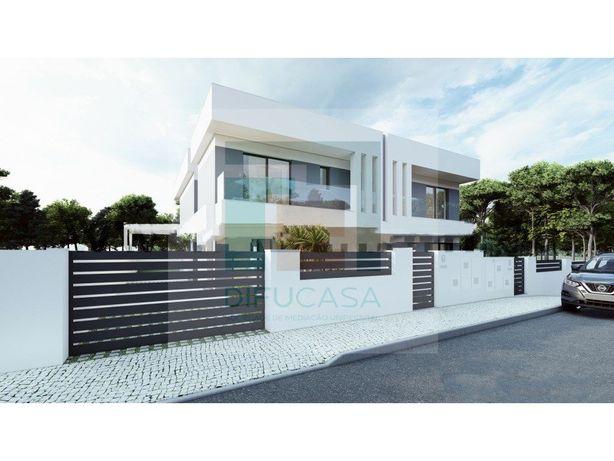 Moradia Geminada Duplex T4 -Pinhal de Frades- Inicia Cons...