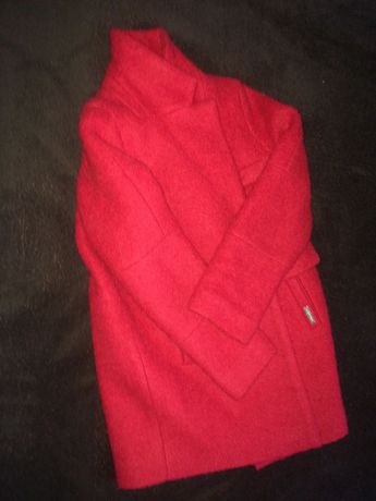 Детское красное пальто