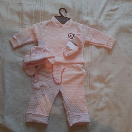 Костюмчик и платье на новорожденых