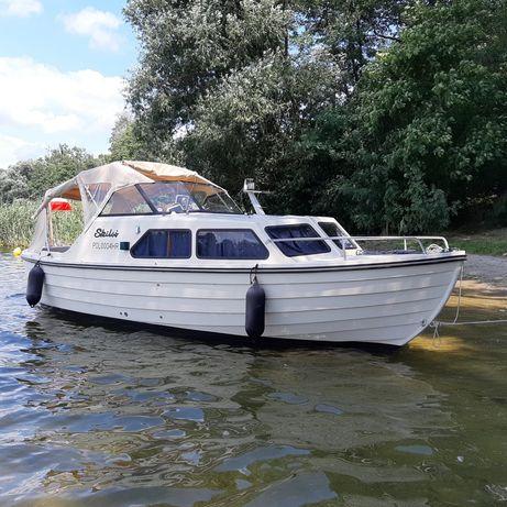 Jacht motorowy kabinowy, łódz kabinowa motorowa