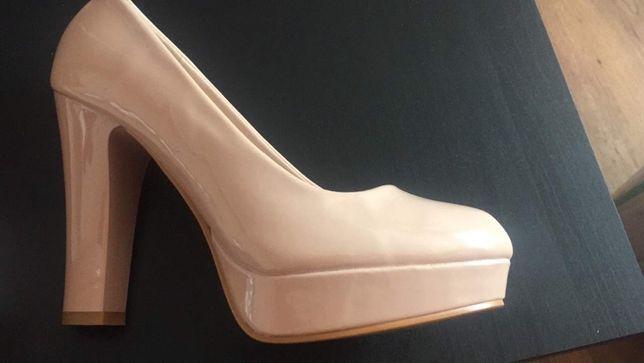 Продам новые кожаные туфли, бежевые на устойчивом каблуке 400 грн