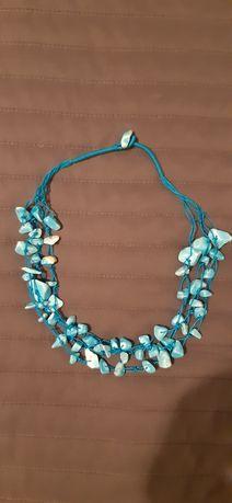 Naszyjnik z turkusowymi kamieniami