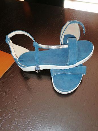 Vendo sandálias de menina tamanho . 33