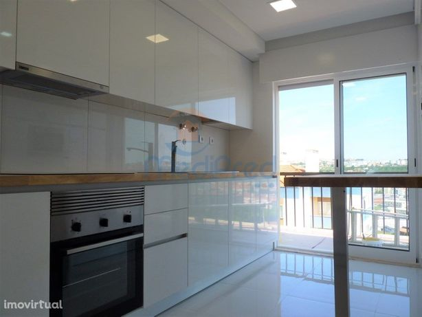 Apartamento T3 (4 ass.) TOTALMENTE REMODELADO em Odivelas.