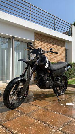 Yamaha XT 350 c/ jantes supermotard
