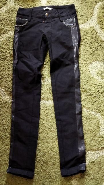 Черные штаны с кожаными вставками 28 размера