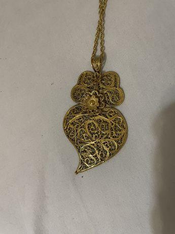 colar do coração de ouro