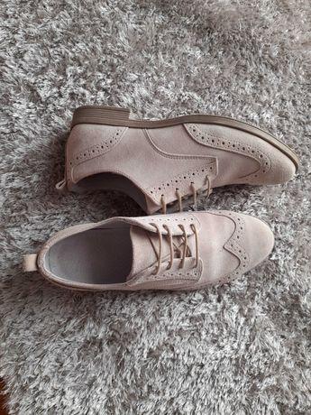 Sapatos brogue bege