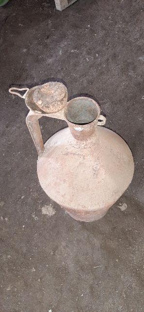 1 Bilha e um pote antigos.
