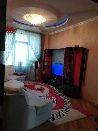 Трехкомнатная квартира в Сталинке в центре города