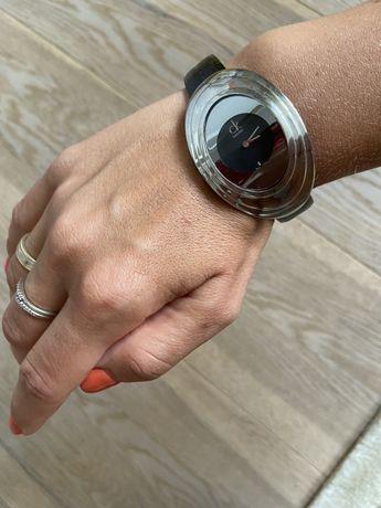 Продам часы наручные Calvin Klein. Оригинал. Кожаный  ремешок