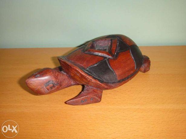 Tartaruga em madeira exótica