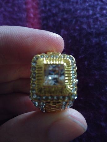 Anel em Ouro e Diamantes