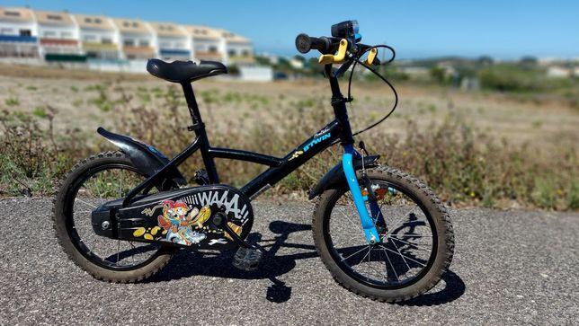Bicicleta B TWIN 16 + capacete + rodas laterais