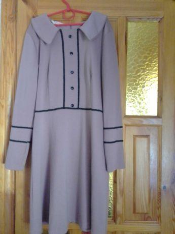 Женское трикотажное платье.