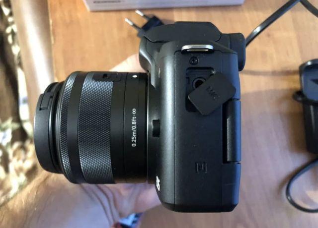 Фотоаппарат Canon m50