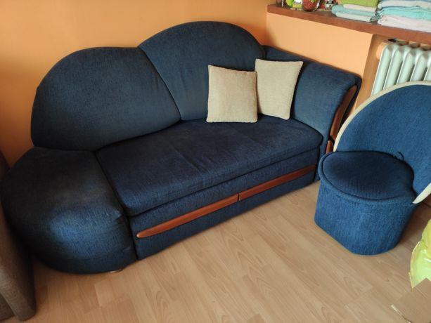 Sofa dwuosobowa rozkładana + 2 pufy z oparciem