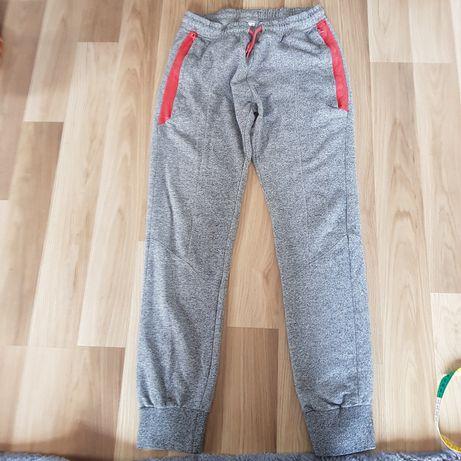 Dwie pary spodnie dresowe dla chłopca