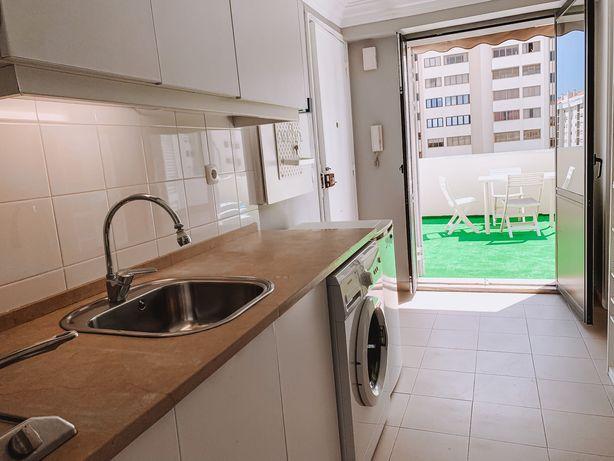 Apartamento T0 em Sacavém com terraço para alugar