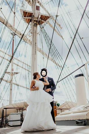 Suknia ślubna z baskinką dla dużego biustu